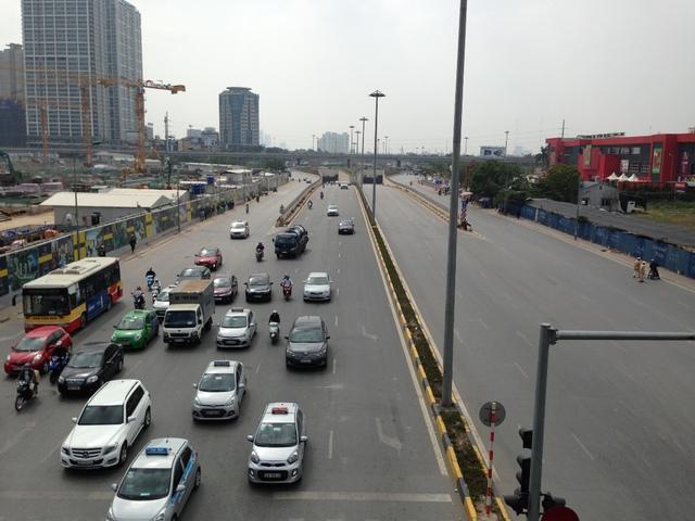 Đường Trần Duy hưng đoạn đi qua dự án D' Capitale.