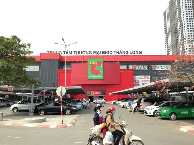 Big C Thăng Long nằm đối diện D' Capitale phía đường Trần Duy Hưng.