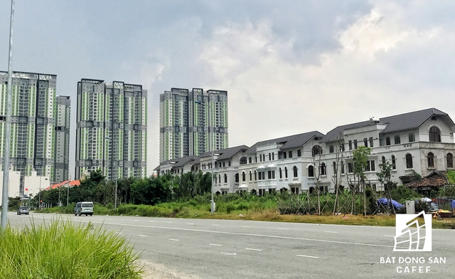 Nhiều biệt thự, nhà phố lợi dụng thông tin đầu tư loạt hạ tầng mới đã chào bán với giá trên trời.
