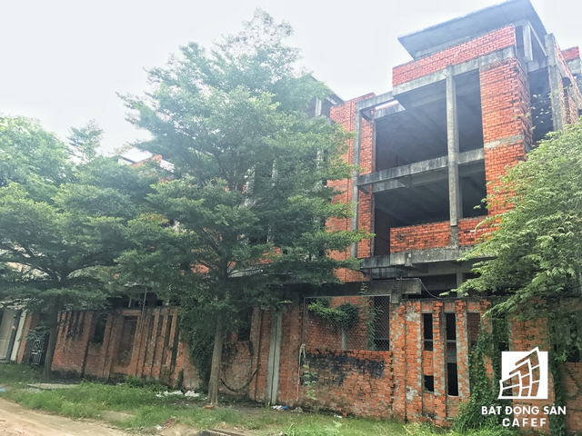 Khu biệt thự Hà Đô vẫn còn một số căn vô thừa nhận sau khi có hơn 20 biệt thự vừa được bàn giao cho khách hàng dọn đến ở.