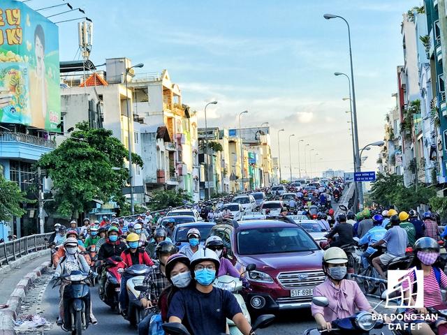 Sắp tới cầu Kênh Tẻ và cầu Chữ Y sẽ được mở rộng, dự án cầu đường Nguyễn Khoái nối quận 4 và quận 7 cũng sẽ được khởi công trong năm nay để góp phần kéo giảm ùn tắc cho khu Nam thành phố