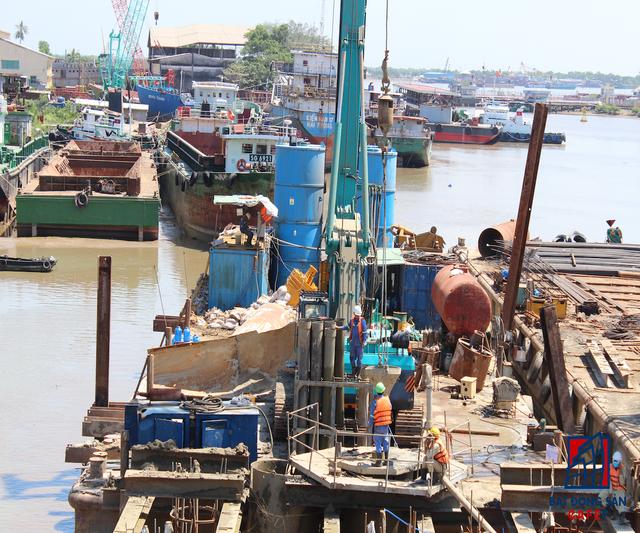 Bí thư Thành ủy TPHCM Đinh La Thăng mới đây đã yêu cầu chủ đầu tư Trung Nam Group phải rút ngắn thời gian dự án hơn nữa, tăng cường giám sát 24/24 giờ đối với các đơn vị thi công nhằm đảm bảo chất lượng công trình, đảm an toàn. Công trường thi công tại kênh Phú Xuân.