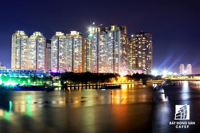 Về đêm, công trường thi công dự án Sài Gòn Pearl giai đoạn 2 vẫn tấp nập như ban ngày
