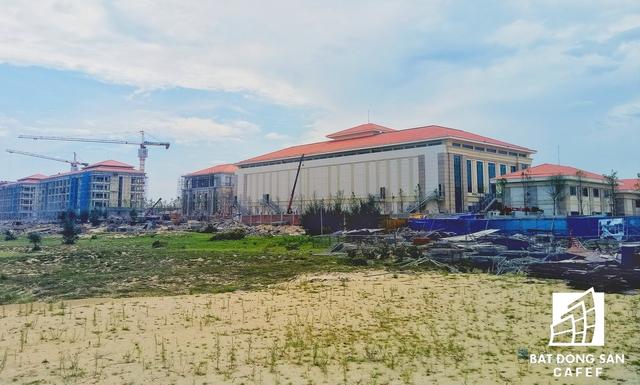 Khách sạn Sheraton nằm trên đường Võ Nguyên Giáp, cạnh trung tâm hội nghị quốc tế APEC sẽ là nơi phục vụ công tác ăn nghỉ của hàng trăm đại biểu