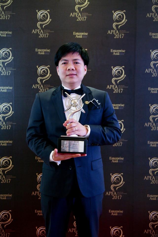 Ông Nguyễn Ngọc Thủy- Người sáng lập kiêm Chủ tịch HĐQT Tập đoàn Egroup được vinh danh tại lễ trao giải thưởng