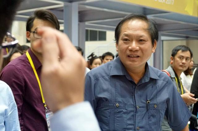 Bộ trưởng Trương Minh Tuấn trả lời thắc mắc của phóng viên.