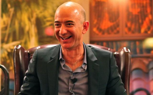 """Nhà sáng lập Amazon Jeff Bezos cho biết, nguyên nhân của việc căng thẳng là do bạn bỏ qua những điều mà mình khôngnên bỏ qua.""""Sự căng thẳng bắt nguồn từ việc bạn không hành động đối với những điều mà thật sự bạn có thể kiểm soát được, Jeff Bezos kết luận."""