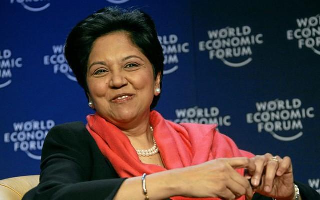 CEO của PepsiCo Indra Nooyi nói rằng, bà đã được rèn luyện sự tự tin và đạo đức từ nhỏ. Bà nói với Business Insider rằng, mỗi bữa ăn tối, mẹ bà thường yêu cầu bà và chị gái trình bày với gia đình rằng mình sẽ làm gì nếu là thủ tướng hay tổng thống.