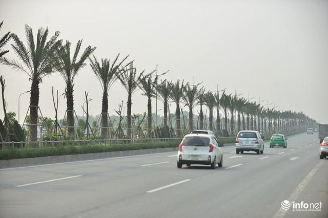 Tuyến đường Võ Nguyên Giáp nối cầu Nhật Tân với sân bay quốc tế Nội Bài là một trong những cung đường đẹp nhất Thủ đô hiện nay.