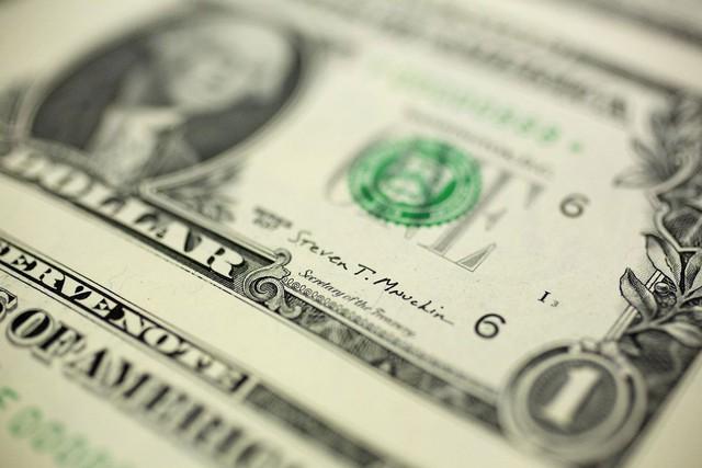 Tên của ông Mnuchin nằm trên đồng tiền mới mệnh giá 1 USD.