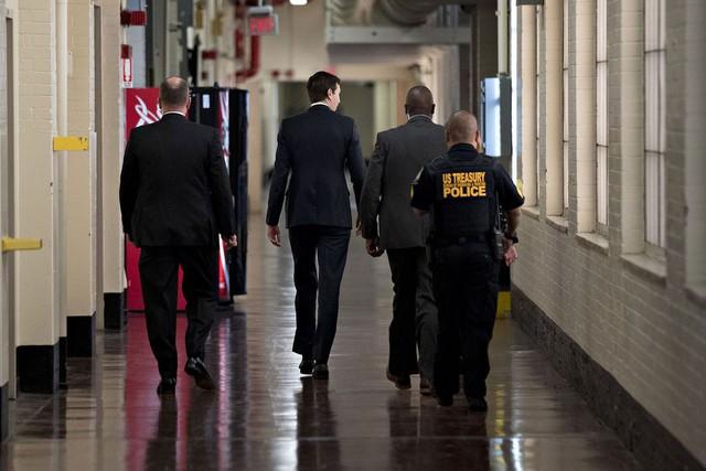 Jared Kushner, cố vấn cấp cao của Nhà Trắng - con rể Tổng thống Trump, có mặt trong chuyến thăm.