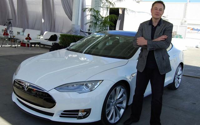 """Tại Dublin Web Summit năm 2013, Elon Musk tiết lộ rằng, bí quyết của ông là không biết sợ thất bại. """"Sợ hãi là hữu hạn. Hy vọng là vô hạn. Chúng tôi cũng sợ thất bại nhưng nó không cản được chúng tôi cố gắng. Mọi người sẽ phớt lờ sợ hãi nếu nó không hợp lý. Nhưng dù nó có căn cứ thì cũng cần vượt qua"""", vị doanh nhân này chia sẻ."""