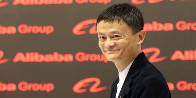 Jack Ma - Ông chủ của Alibaba tốt nghiệp Cử nhân tiếng Anh tại Đại học Hàng Châu và lấy bằng MBA của trường Kinh doanh Cheung Kong. Jack Ma đã thi đại học 4 lần mới đỗ vào chuyên ngành tiếng Anh của trường Đại học Hàng Châu. Mặc dù vậy, hiện giờ ông là một trong những tỷ phú hàng đầu Trung Quốc với tài sản hơn 30 triệu USD.