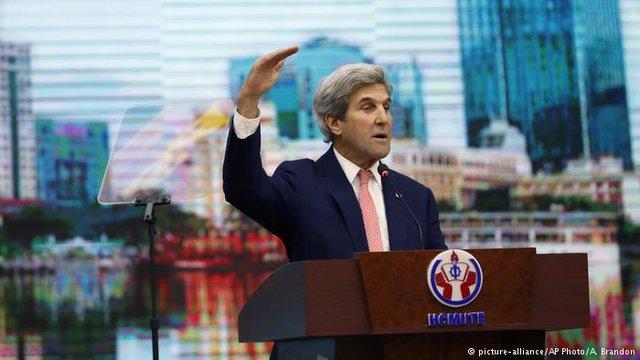 Ngoại trưởng Mỹ phát biểu tại Việt Nam. Ảnh: AP
