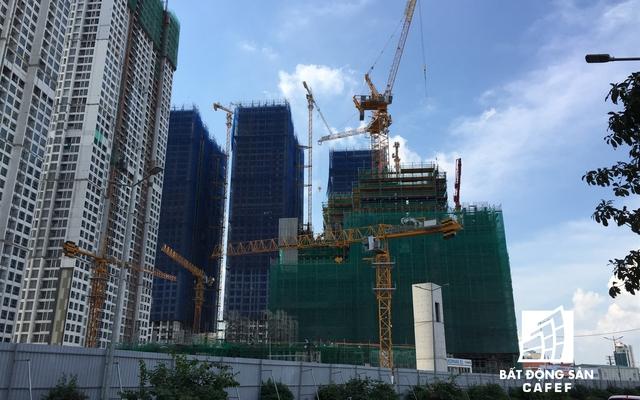 Landmark 81 đang được thi công rầm rộ phần thân, công trình đang được xây dựng ở tầng thứ 18.