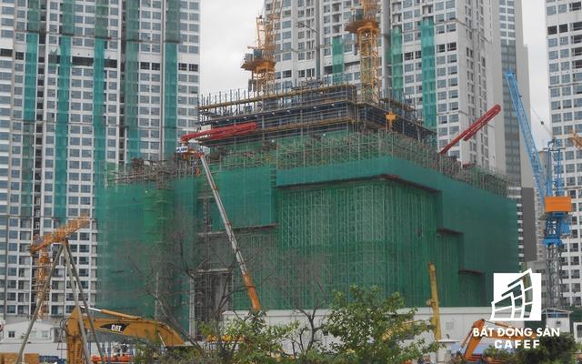Dự án cao ốc 81 tầng của Vingroup đang chạy đua tốc độ thi công. Chủ đầu tư dự kiến sẽ hoàn thành tòa nhà vào cuối năm 2018.