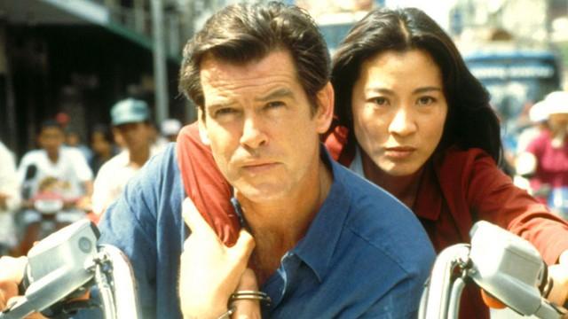 Cảnh hành động của Pierce Brosnan và Dương Tử Quỳnh trong Tomorrow Never Dies làm giả bối cảnh đường phố TPHCM ở Thái Lan.