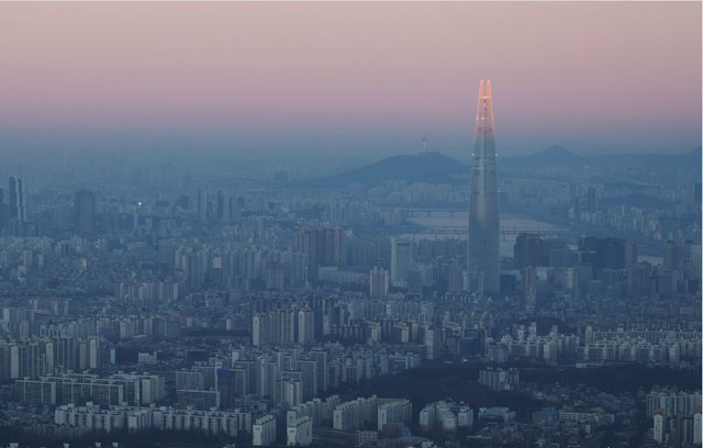 Tòa cao ốc của Lotte mới được khánh thành đầu tháng 4 ở thủ đô Seoul, Hàn Quốc.