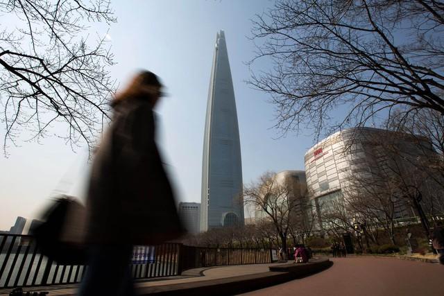 Tòa tháp mới của Lotte cao gấp đôi so với công trình từng cao nhất Seoul.