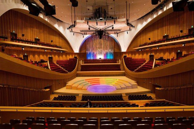 Phòng hòa nhạc có sức chứa 2.000 người.