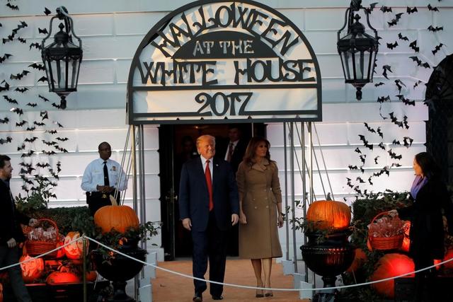 ma 3 1509421701620 Nhà Trắng đầy ma mị trong đêm Halloween