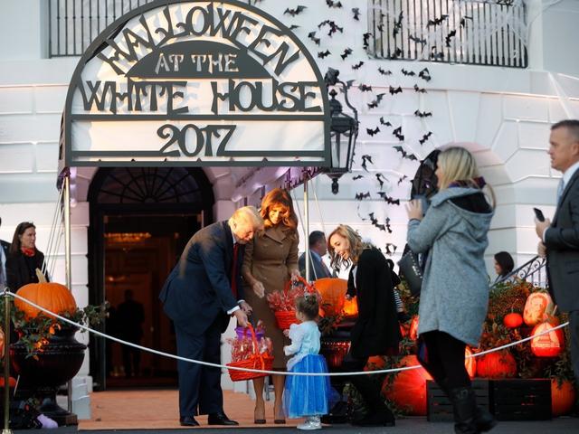 ma 4 1509421701619 Nhà Trắng đầy ma mị trong đêm Halloween