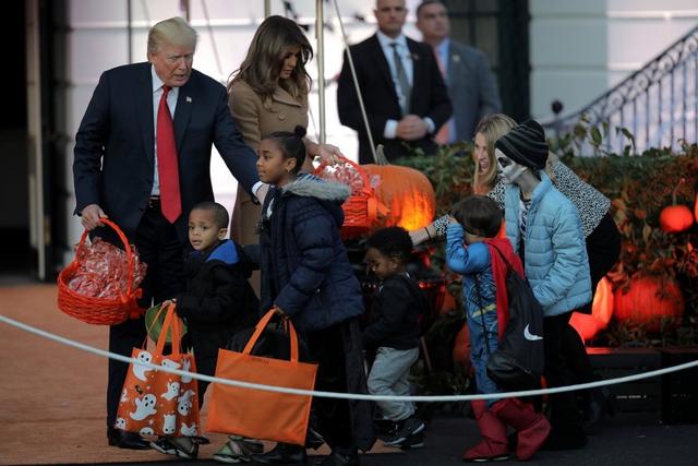 ma 7 1509421701614 Nhà Trắng đầy ma mị trong đêm Halloween