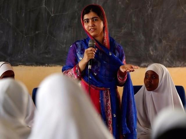 Hiện tại, Malala đang theo học tại Đại học Oxford từ tháng 10/2017 với chuyên ngành triết học, chính trị và kinh tế. Dù sống giữa nước Anh nhưng cô gái đặc biệt khiến nhiều người ngạc nhiên khi không sử dụng điện thoại hay Facebook.
