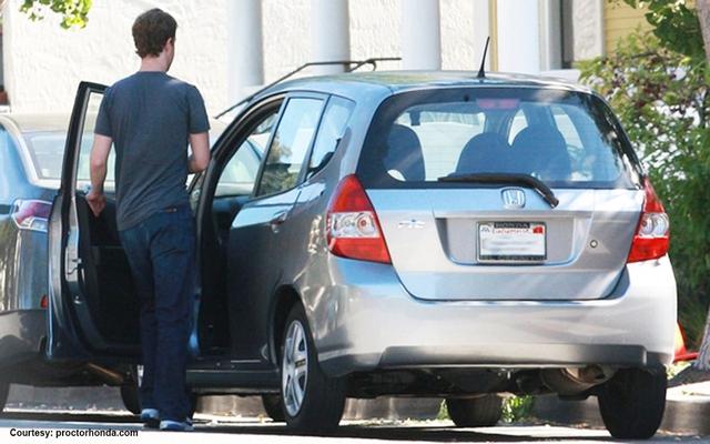 Mark Zuckerberg không đam mê siêu xe mà chỉ sở hữu vài chiếc giá rẻ.
