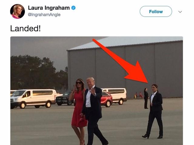 Thoáng nhìn, nhiều người sẽ thấy nữ mật vụ bảo vệ bà Melania Trump có những nét tương đồng về ngoại hình với đệ nhất phu nhân Mỹ. Nữ mật vụ này thường xuyên xuất hiện trong trang phục đặc thù của lực lượng chuyên trách bảo vệ gia đình Tổng thống Mỹ Donald Trump.