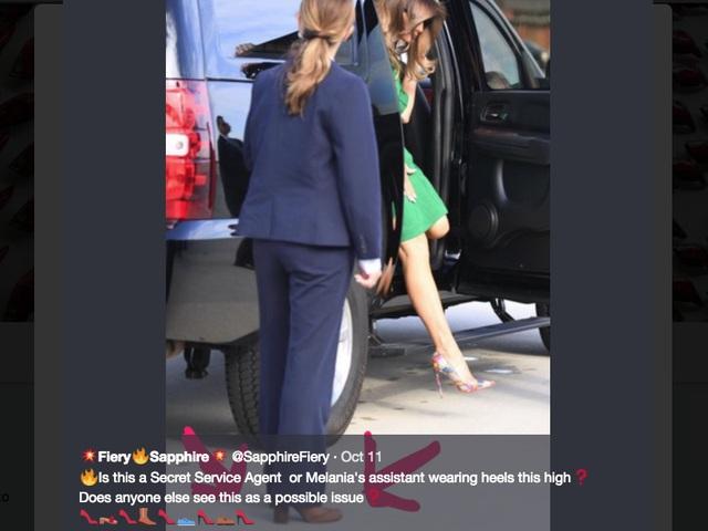 Những hình ảnh chụp nữ mật vụ bí ẩn cho thấy cô sử dụng giày cao gót, điều khá khác biệt so với đặc trưng của các mật vụ.