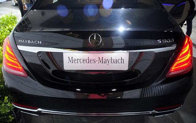 Đuôi xe với dòng chữ Maybach bên trái nhằm khẳng định sự khác biệt.