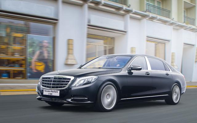 Về mặt thiết kế, hai phiên bản Mercedes-Maybach S 400 4MATIC và Mercedes-Maybach S 500 vẫn có chiều dài tổng thể 5.453 mm và chiều dài cơ sở 3.365 mm tương tự như mẫu xe đàn anh Mercedes-Maybach S 600.