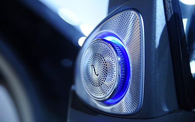 Cả 2 phiên bản đều được trang bị hệ thống âm thanh vòm Burmester high-end 3D 24 loa, tổng công suất 1540 watt.
