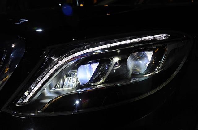 Phía đầu xe nổi bật là cụm đèn pha LED Cụm đèn trước LED toàn phần (Full-LED) thông minh