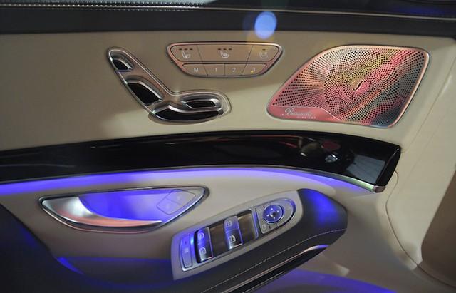 Bộ nhớ 3 vị trí cho ghế trước, tay lái và gương chiếu hậu bên ngoài cho người lái.