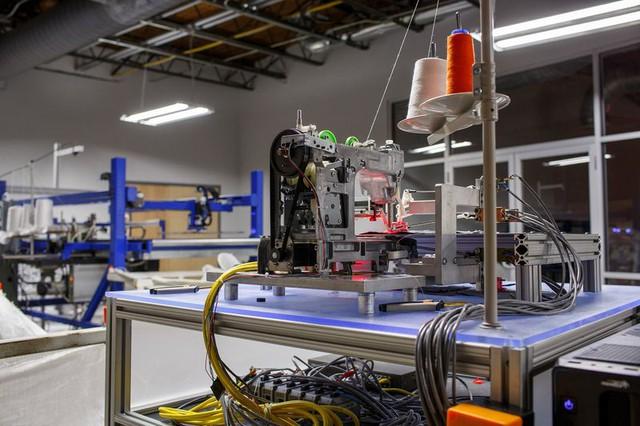 Máy móc có thể tạo ra những sản phẩm đơn giản hoàn toàn không cần bàn tay con người.