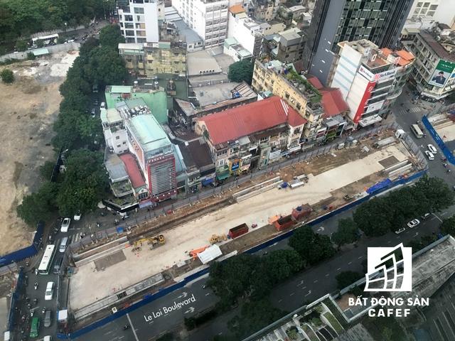 Công trường thi công nhà ga ngầm trung tâm nhìn từ trên cao.