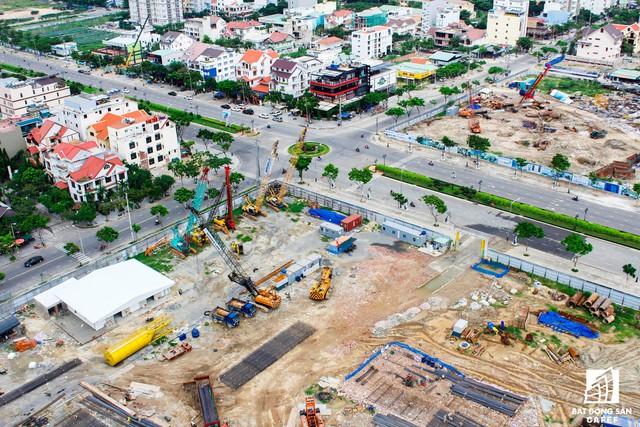 Không chỉ có nhiều dự án đang xây dựng trên cung đường Võ Nguyên Giáp, những con đường kết nối khác cũng đang có nhiều dự án mới được động thổ xây dựng.
