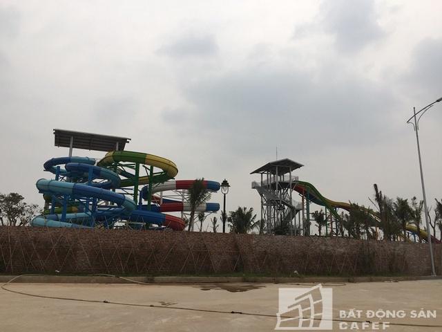 Khu vực trò chơi dưới nước đã được lắp đặt hệ thống vui chơi giải trí nhưng sau nhiều lần thất hẹn vẫn chưa thể đưa vào hoạt động.