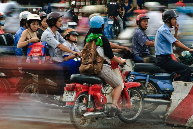 Tắc đường ở Thành phố Hồ Chí Minh. Theo Business Insider, Việt Nam hiện có hơn 37 triệu xe máy - loại phương tiện cá nhân phổ biến nhất. Ảnh: Flickr
