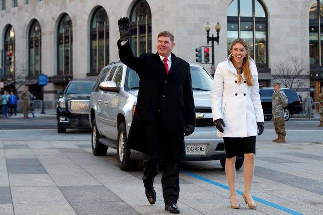 Hai nhân vật đóng thế ông Trump và phu nhân Melania thực hiện đúng những gì tổng thống thứ 45 của nước Mỹ sẽ làm để đội ngũ an ninh lường trước mọi tình huống.