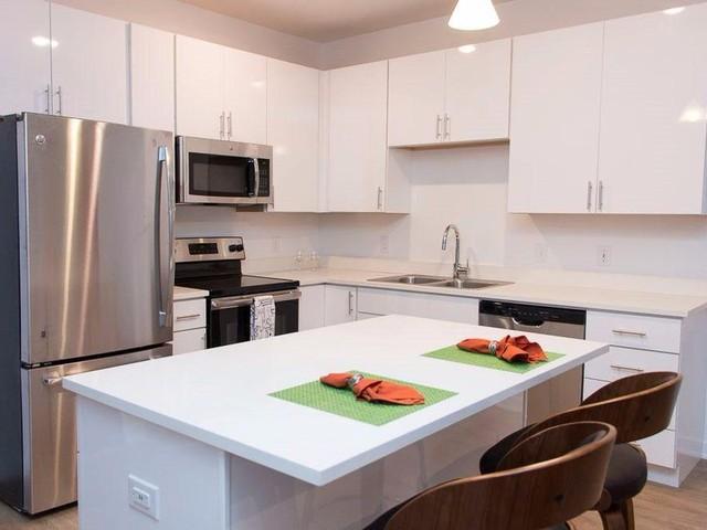 Với 695 USD/tháng, bạn có thể thuê được một căn hộ rộng rãi ở Omaha, Nebraska. Nó cách không xa trường Đại học Nebraska hay những trung tâm mua sắm và ăn uống nổi tiếng của thành phố. Những căn hộ sở hữu thiết kế truyền thống với sàn gỗ và ánh sáng tự nhiên.