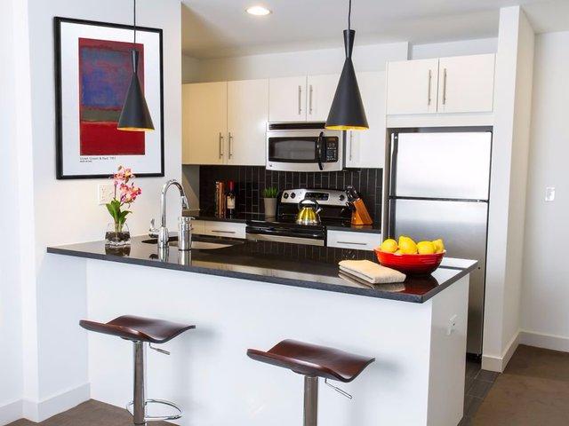 Chi phí cho căn hộ ở Sutherland, Chicago, Illinois là 1.035 USD/tháng. Được thiết kế theo phong cách của một khách sạn sang trọng nhưng cổ điển, những căn hộ ở Sutherland sở hữu nội thất đẹp với bàn bếp bằng đá granite và đồ gia dụng là thép không gỉ. Nằm ngay gần khu nhà là công viên Burnham.