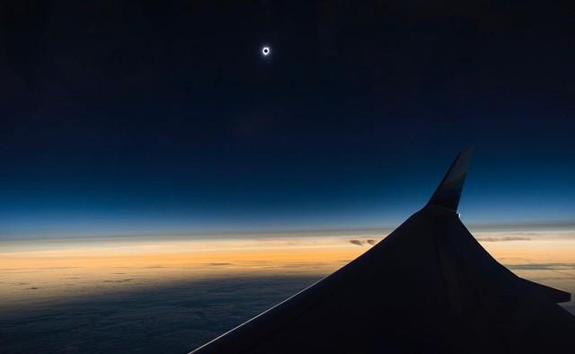 Cảnh nhật thực trên bầu trời Oregon.