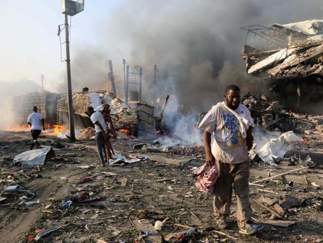 Vụ tấn công đẫm máu xảy ra hai ngày sau khi tư lệnh các lực lượng Mỹ ở châu Phi tới thủ đô Mogadishu để gặp Tổng thống Somalia.