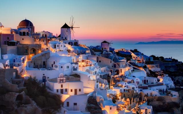 Hoàng hôn ở Santorini được ví von như là viên ngọc báu vật của Châu Âu.