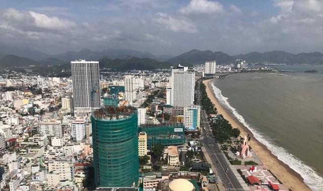 Công trình dự án Panorama bên bờ biển Nha Trang đang tạm dừng thi công.