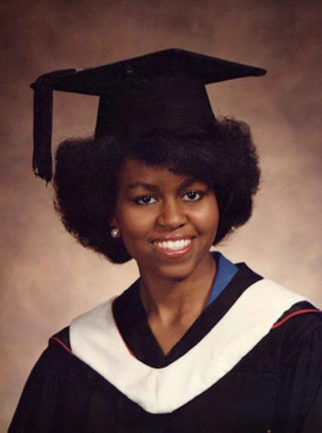 Phu nhân cựu tổng thống có thành tích học tập rất xuất sắc. Bà là một trong ba đệ nhất phu nhân trong lịch sử nước Mỹ có bằng sau đại học.