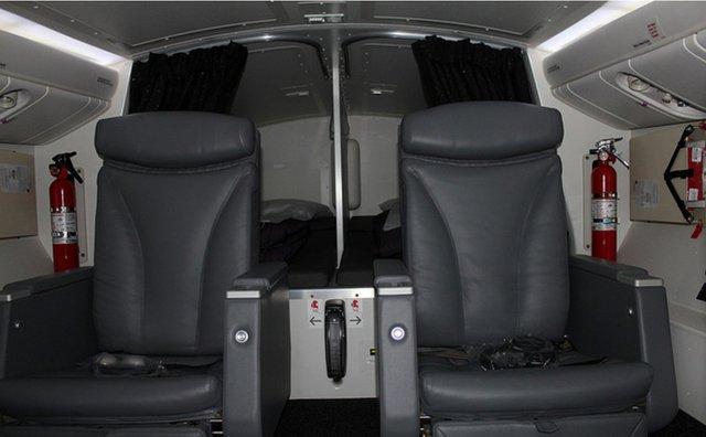 Trong khoang nghỉ trên những chiếc Boeing 777 của Air New Zealand, ghế của phi công có thể gập lại trong khi gường ngủ nằm ngay phía sau.